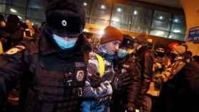 El opositor ruso ha sido detenido al llegar a Moscú.