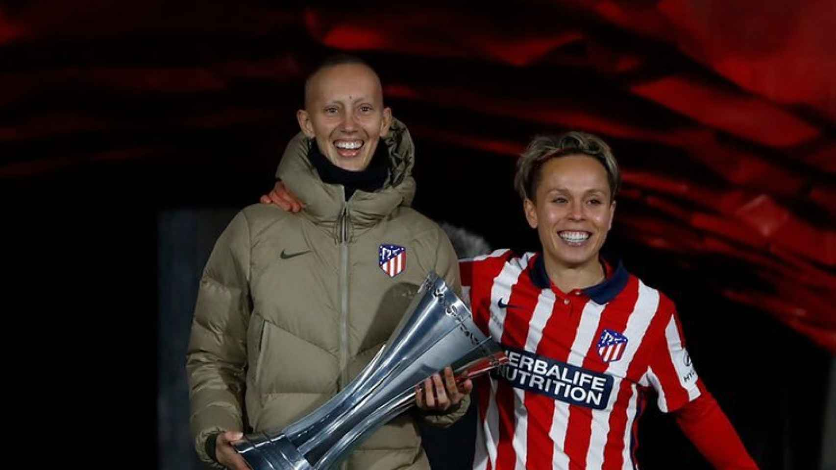 Torrecilla y Sampedro con la Supercopa de España