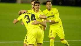 Los jugadores del Villarreal celebran el gol de Fer Niño al Tenerife en la Copa del Rey