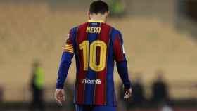 Leo Messi, cabizbajo tras perder la final de la Supercopa de España 2021