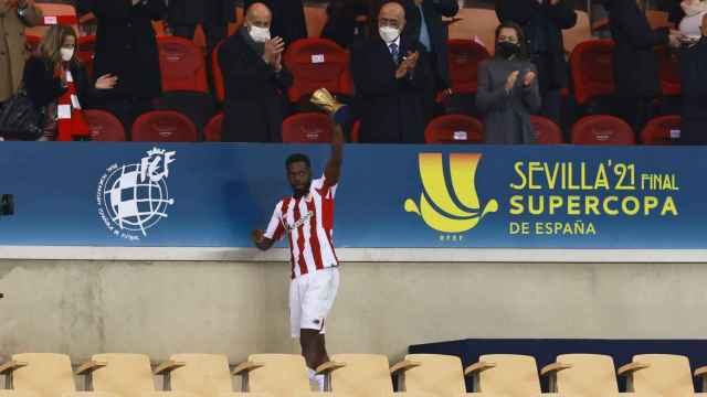 Iñaki Williams recoge el 'Man of the Match' de la final de la Supercopa de España
