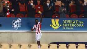 Iñaki Williams recoge el 'Man of the Match' de la final de la Supercopa de España