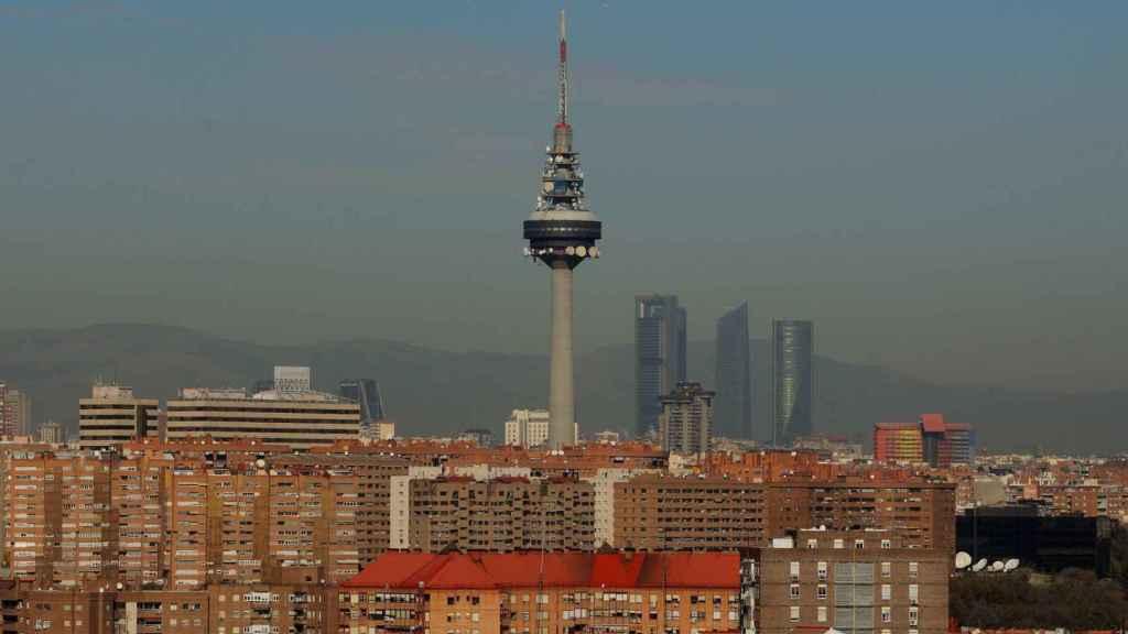 Imagen de archivo de la tradicional boina de contaminación de Madrid.