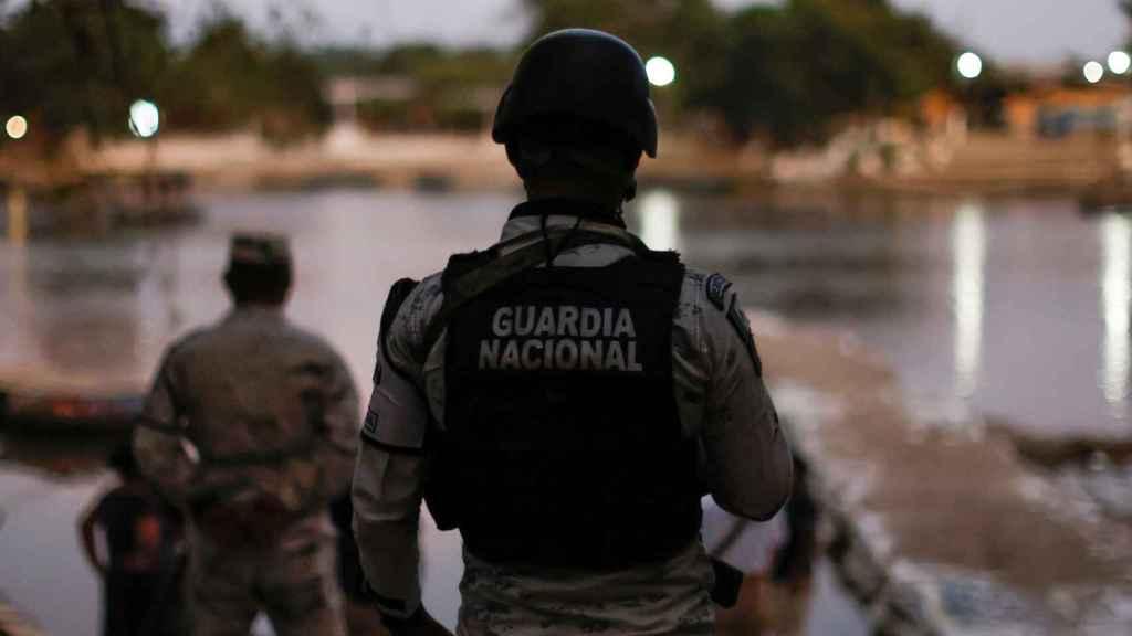 La Guardia Nacional junto al río Suchiate.
