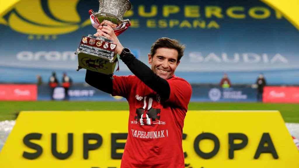 Marcelino García Toral levanta la Supercopa de España
