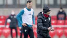 Marcelino García Toral dirige un entrenamiento del Athletic