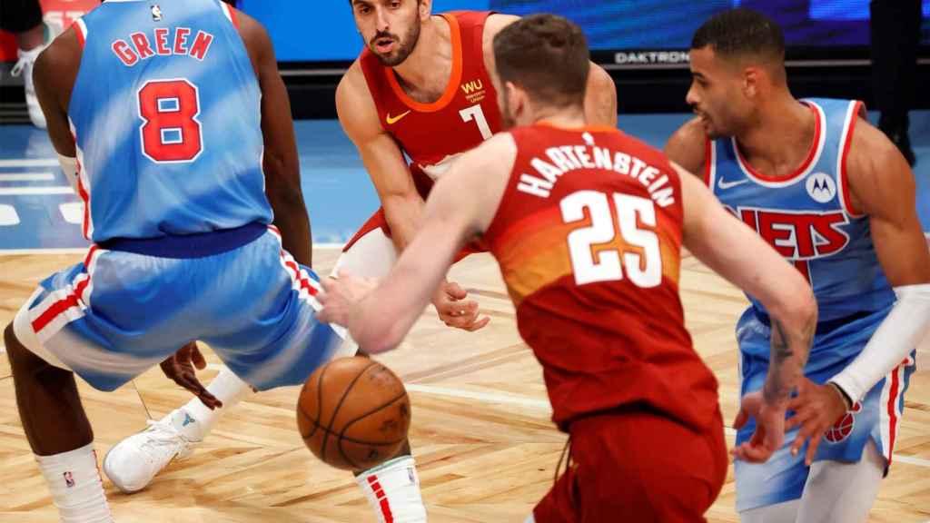 Campazzo en un partido con los Nuggets ante los Nets