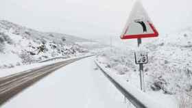 Imagen de la nieve la pasada semana en una carretera de Castilla-La Mancha