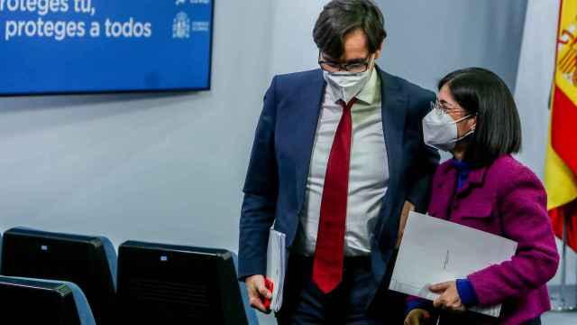 Carolina Darias y Salvador Illa al término de una rueda de prensa en Moncloa.