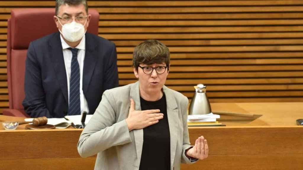 Pilar Lima, durante una de sus intervenciones en 'Les Corts Valencianes'. EE