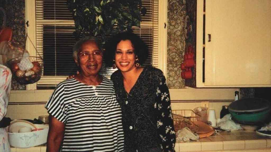Kamala Harris y Regina Shelton.