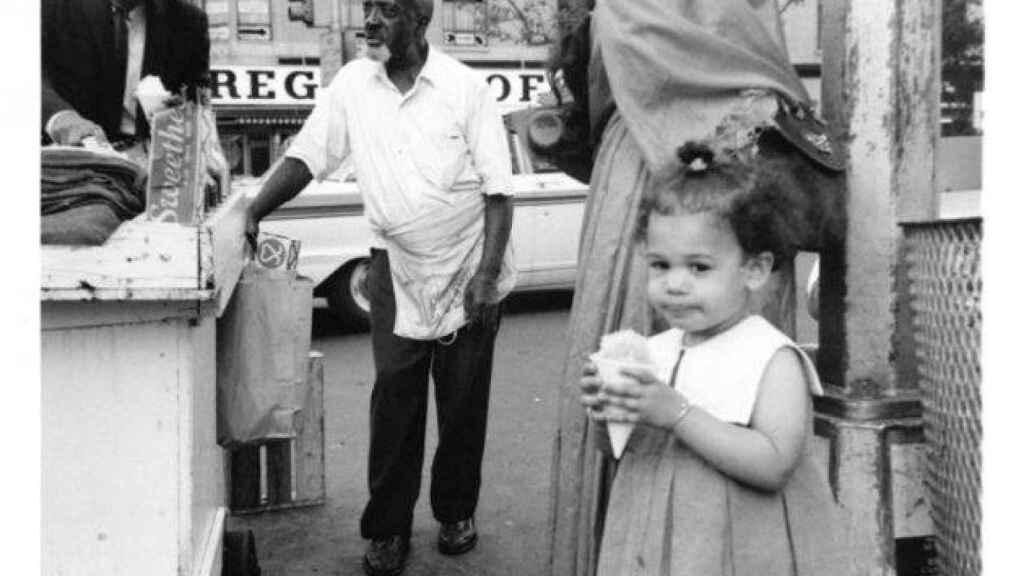 En septiembre de 1966,  Kamala Harri de visita a Harlem con su familia.