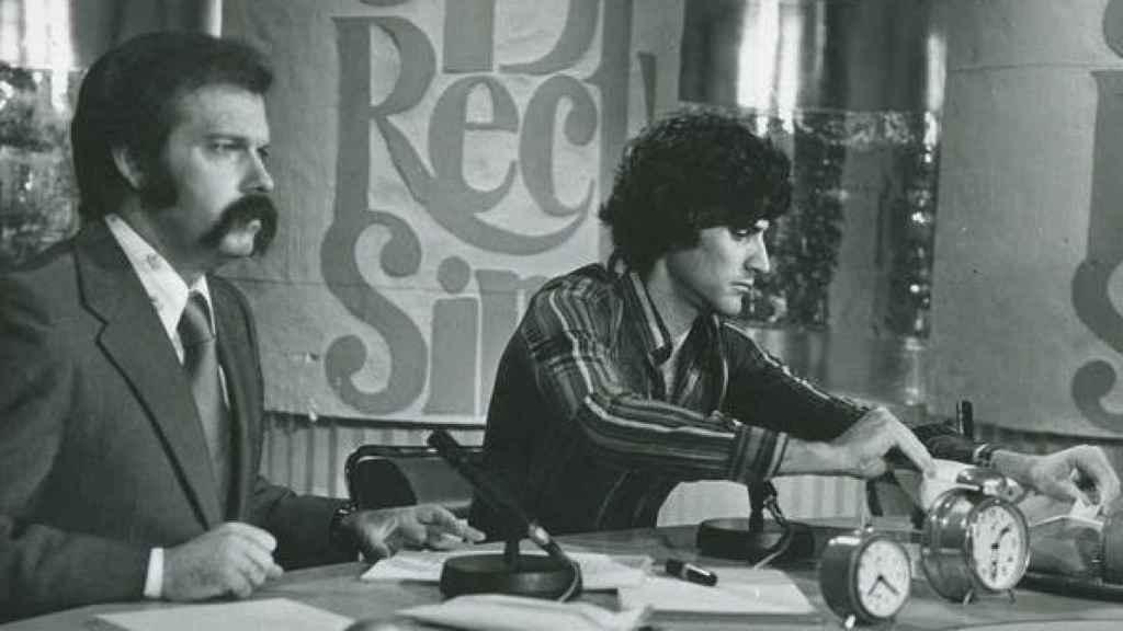 José María Íñigo durante una emisión del programa Directísimo, en el Estudio 1 de Prado del Rey, en la que tuvo como invitado al autodenominado 'psíquico' Uri Geller. RTVE
