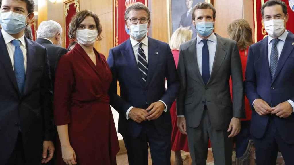 Pablo Casado con sus cinco presidentes autonómicos en una imagen de archivo.