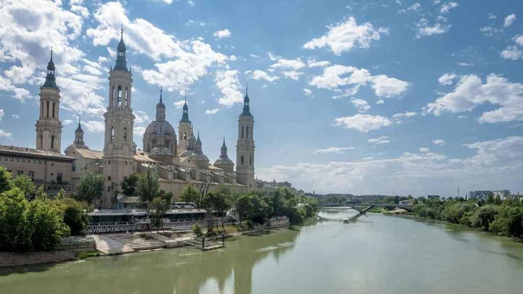 El río Ebro, a su paso por Zaragoza. FOTO: Carabo (Pixabay)