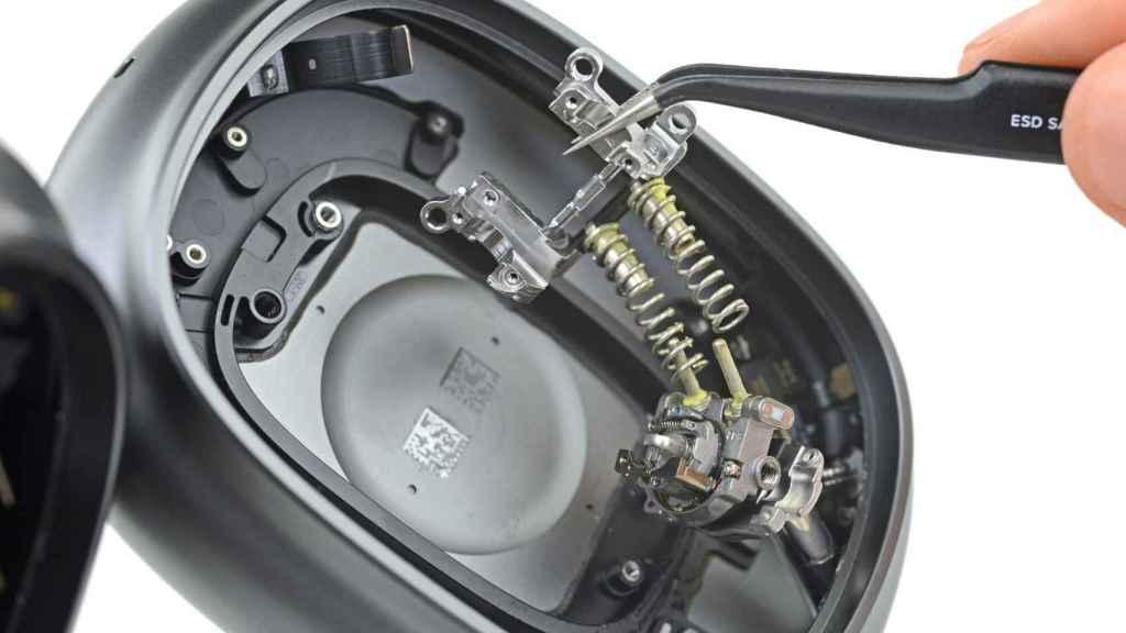 Los AirPods Max han sido comparados con piezas de relojería por su complejidad