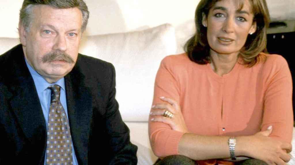 José María íñigo junto a su mujer, Pilar Piniella.