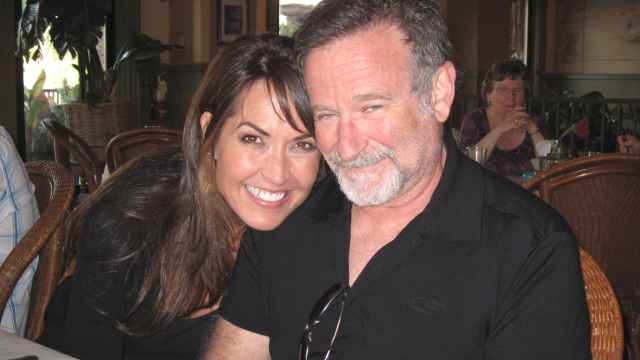 Robin Williams junto a su mujer en un momento del documental.
