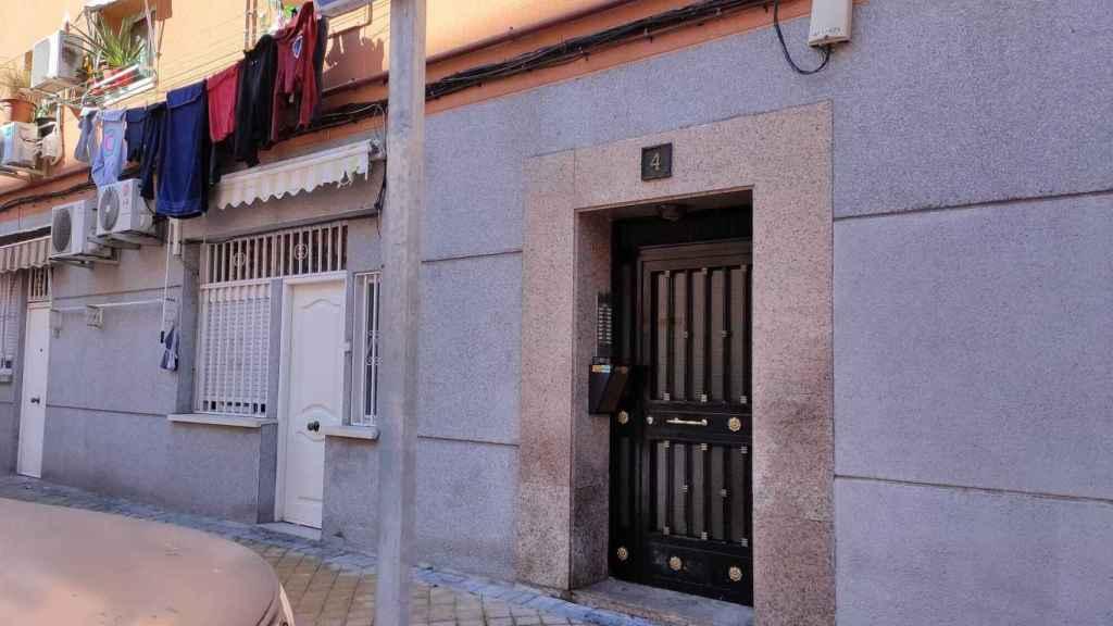 El edificio de Vallecas donde vivía el matrimonio.