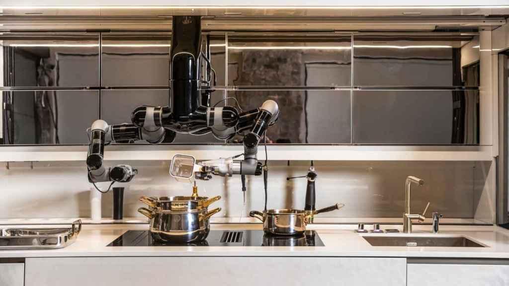 El robot se puede mover por toda la cocina.