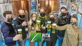 Integrantes de Click&Brew celebran el premio PITA 2020.