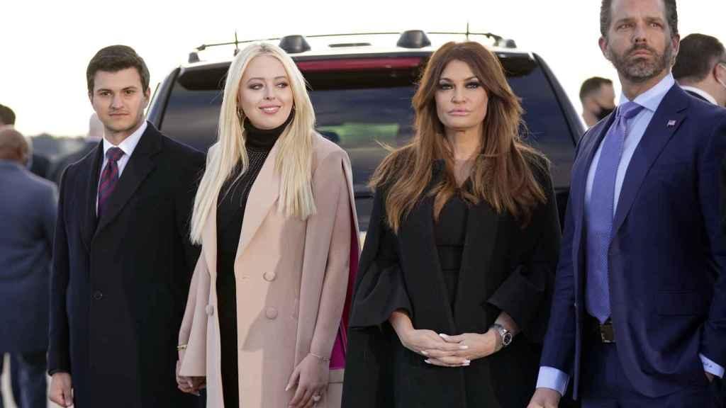 La familia Trump asistiendo a la despedida de Donald y Melania este miércoles.
