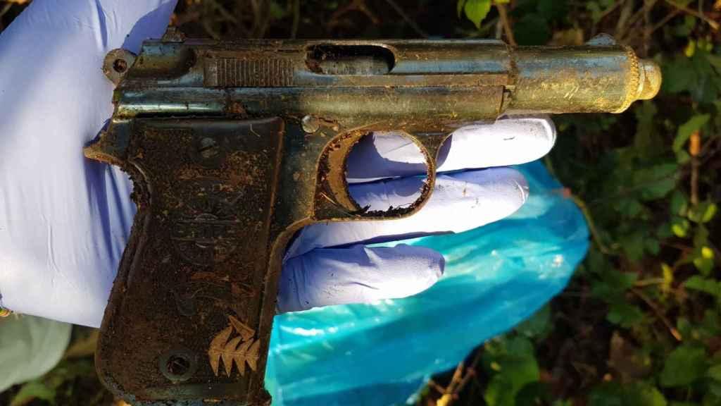 La pistola encontrada en la escena del crimen.