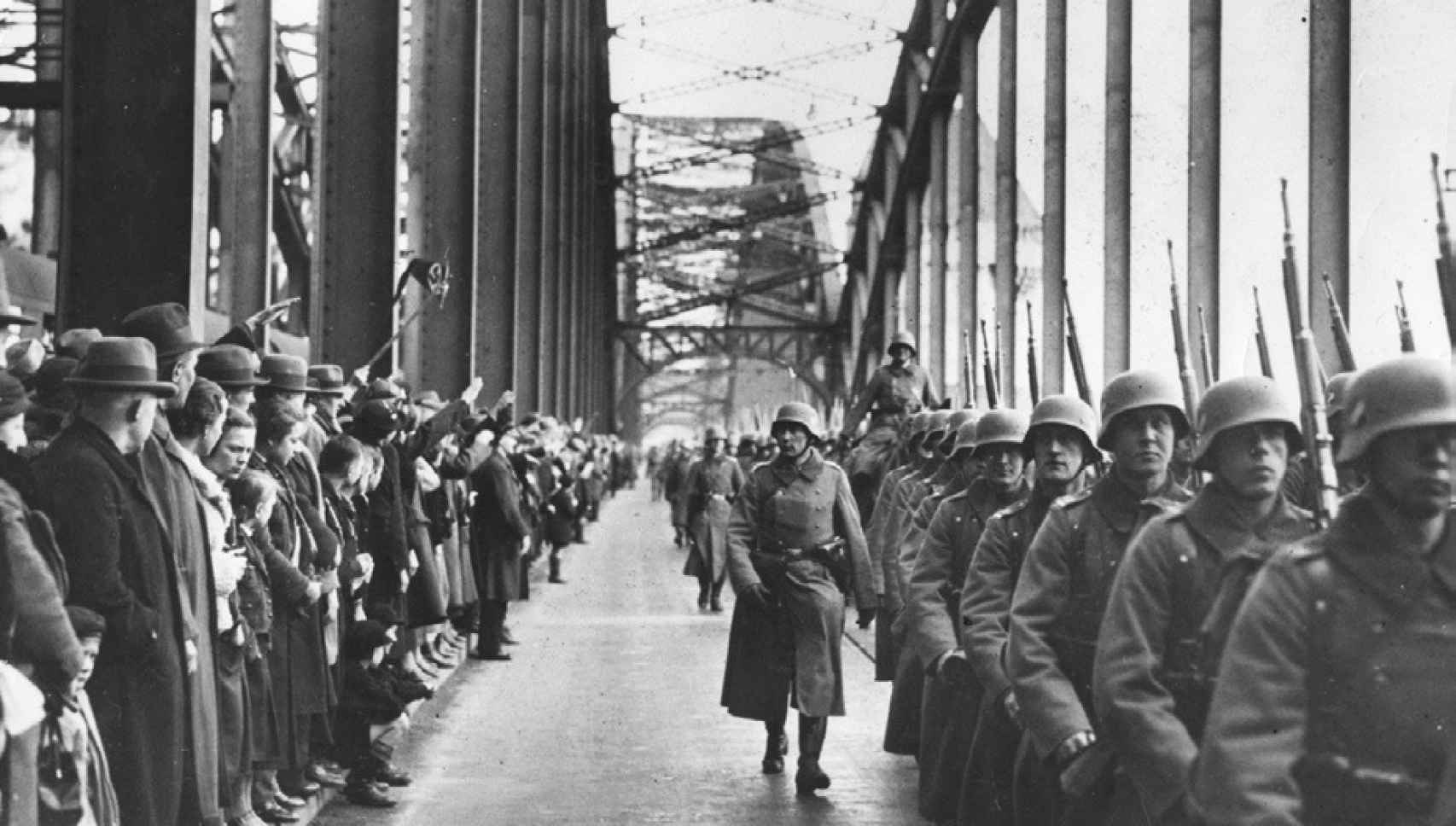 Las tropas alemanas entrando en Renania el 7 de marzo de 1936.