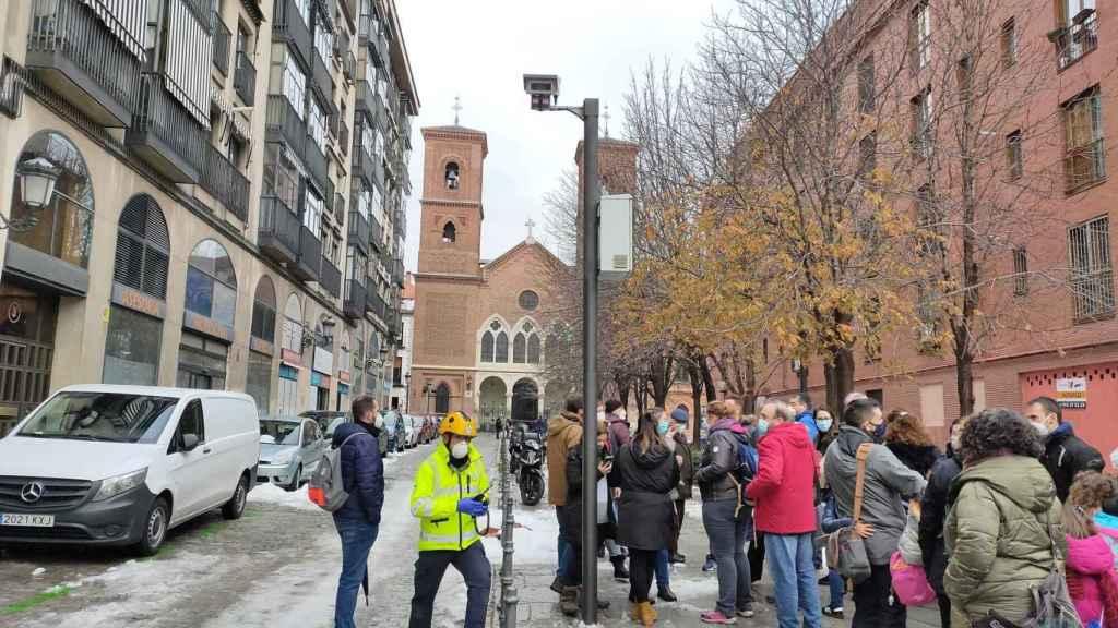 Padres, profesores y alumnos del colegio La Salle, desalojados tras la explosión de la calle Toledo.