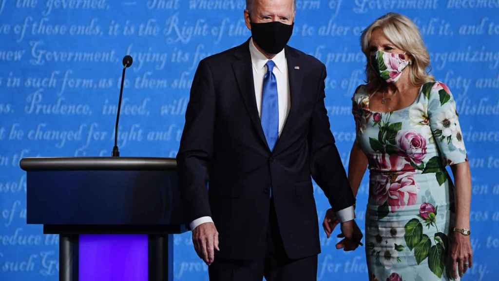 En uno de los últimos actos de Joe Biden como candidato a la presidencia, Jill lució un vestido clásico de estampado floral.