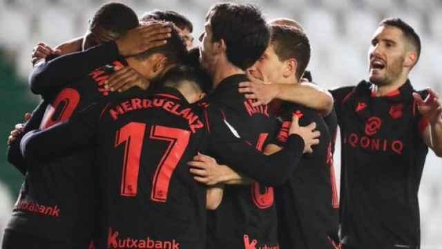 Los jugadores de la Real Sociedad celebran el gol de Willian José al Córdoba en la Copa del Rey
