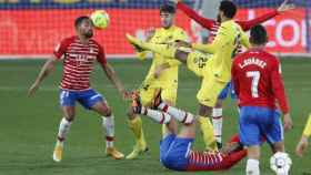 Jugadores de Villarreal y Granada, en el partido de la jornada 19 de La Liga