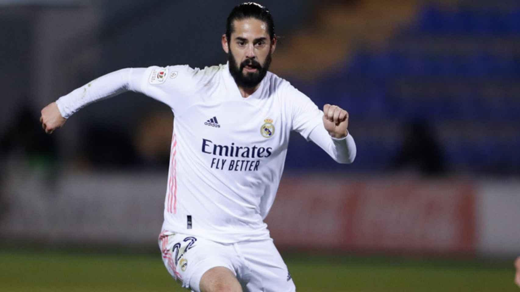 Isco encara a un rival, en el Alcoyano - Real Madrid de la Copa del Rey