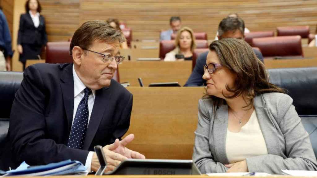 Ximo Puig y Mónica Oltra, en 'Les Corts Valencianes'. EFE