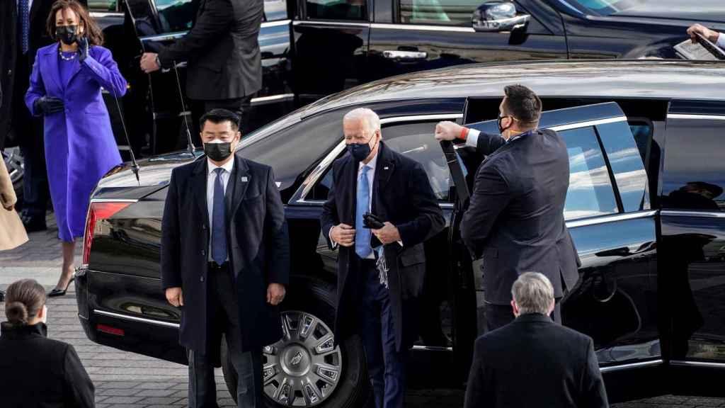 Por qué Joe Biden ha heredado el coche de Trump al igual que Pedro Sánchez recibió el de Rajoy