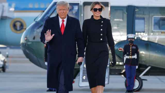 Donald Trump y Melania, llegando a la base de Saint Andrews, en Maryland.