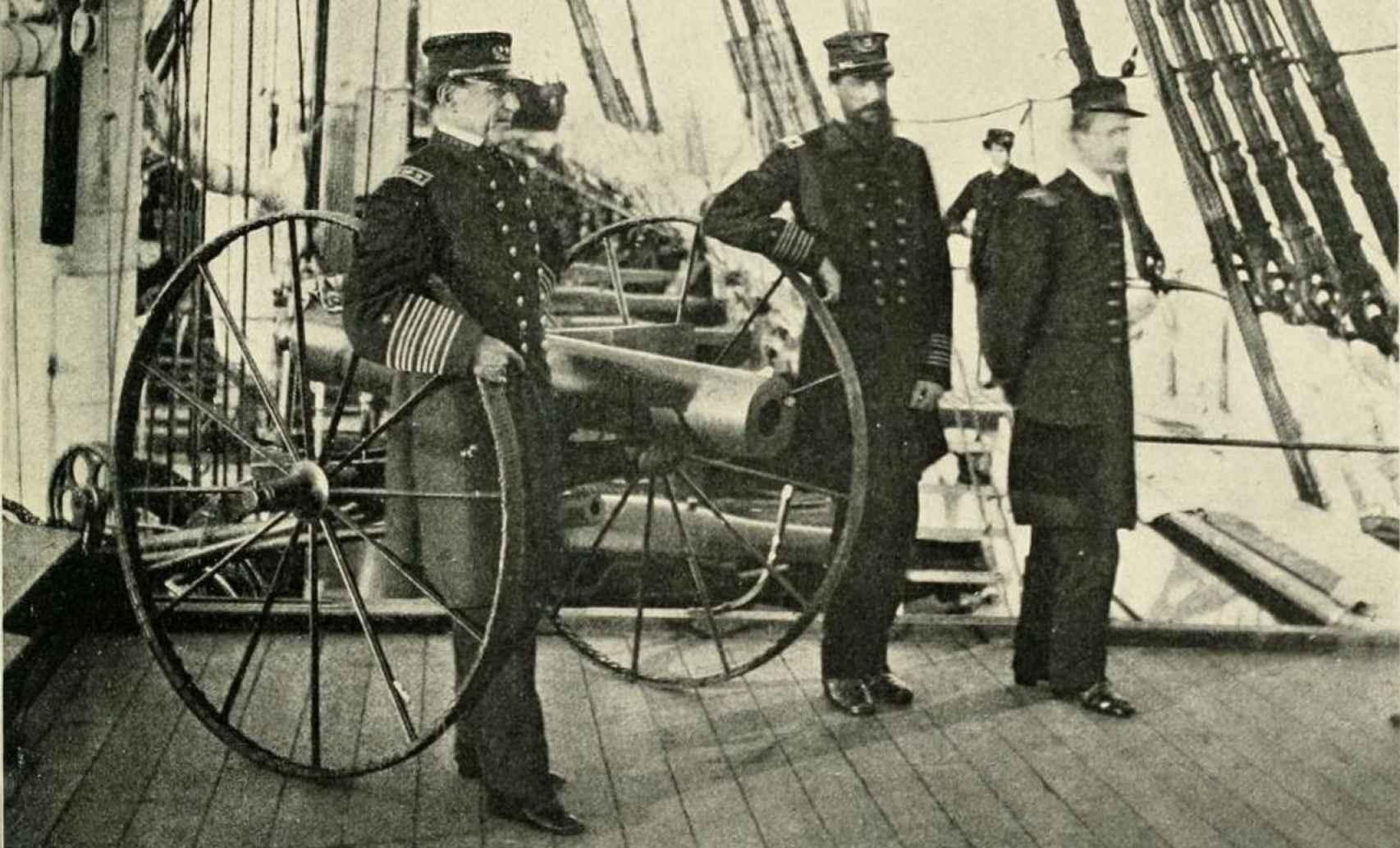 David Farragut (a la izquierda) a bordo del USS Hartford, en plena guerra.
