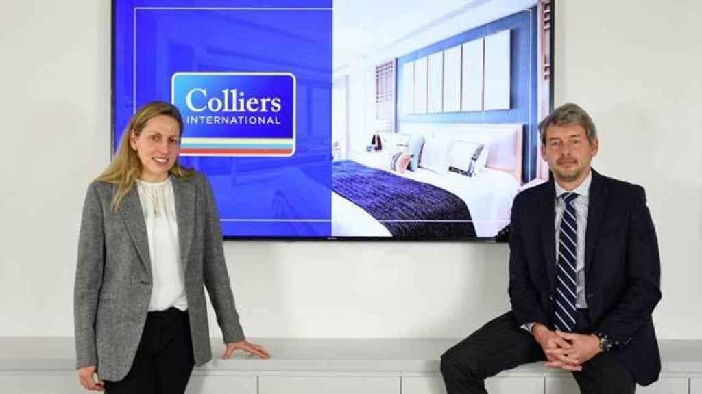 En la foto de izqquierda a derecha: Laura Hernando y Miguel Vázquez, ambos Managing Director de Hoteles en Colliers.