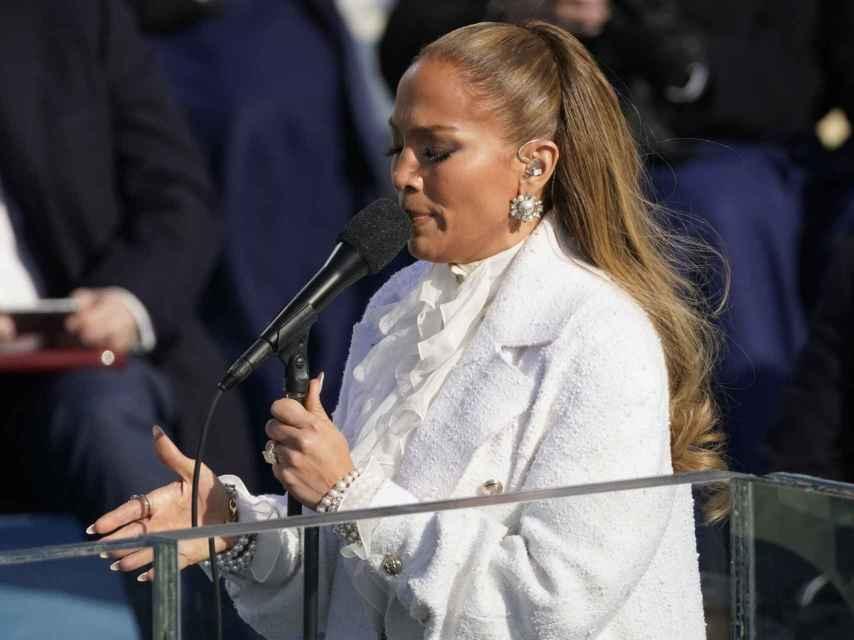 Jennifer Lopez cantando 'America the beautiful' en Washington DC.