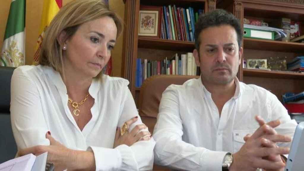 Carolina Vives, alcaldesa de Els Poblets, y su marido Ximo Coll, primer edil de El Verger.