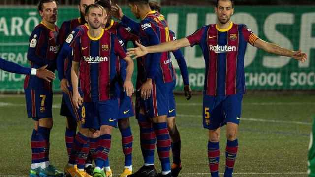 Los jugadores del Barcelona celebran el gol de Dembélé al Cornellà en la Copa del Rey