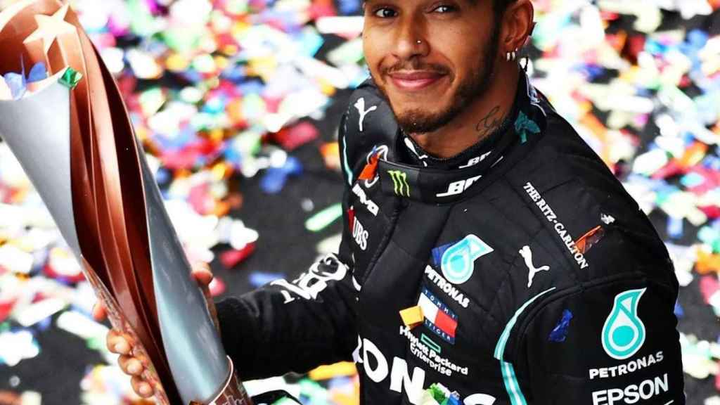 Hamilton celebra un título con Mercedes
