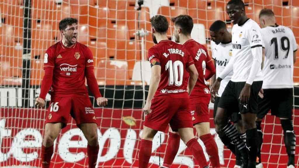 Los jugadores Osasuna celebra el gol de Calleri al Valencia en la jornada 19 de La Liga
