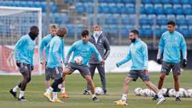 Los jugadores del Real Madrid en un rondo