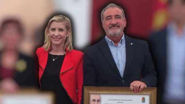 La alcaldesa de Molina de Segura junto a su pareja en un acto municipal.