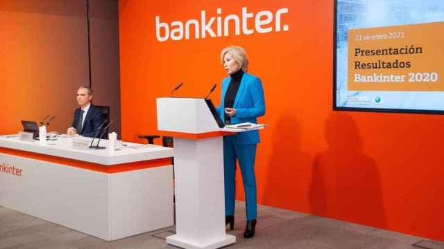 María Dolores Dancausa, CEO de Bankinter y Jacobo Díaz, director financiero, durante la presentación de cuentas anuales.