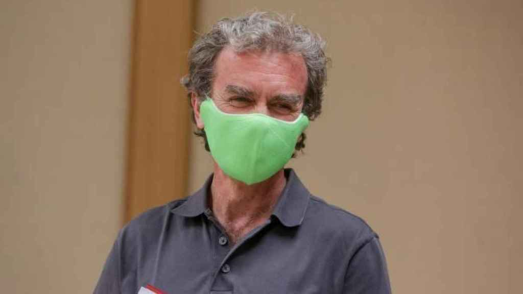 Fernando Simón, wearing a green cloth mask during a press conference in July.
