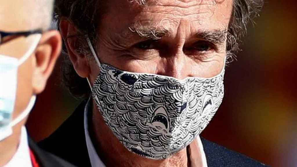 Fernando Simón with the controversial shark mask during the ceremony for the victims of the coronavirus.