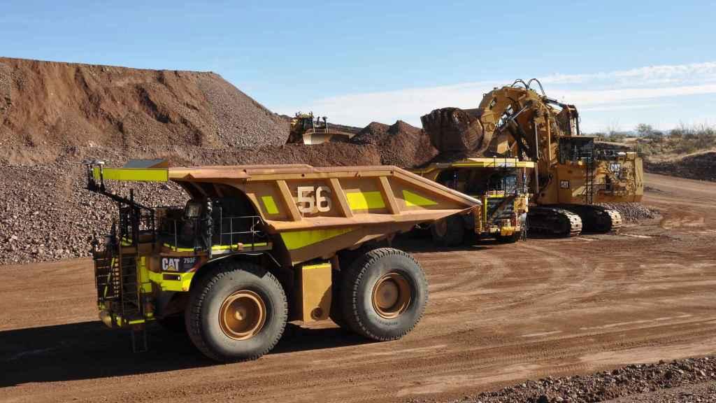 Camión autónomo de Caterpillar en una explotación minera.