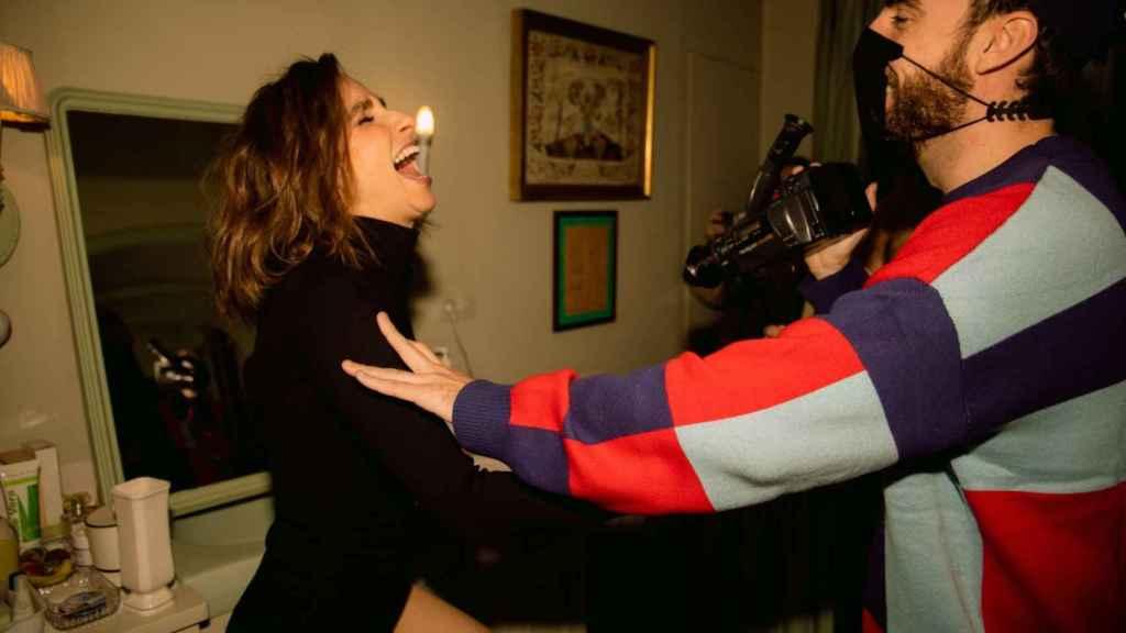 Guillermo Guerrero con Zahara en el rodaje del videoclip.